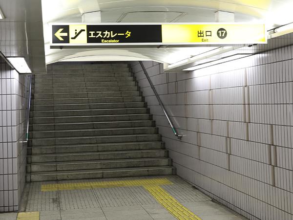 堺筋本町駅から地上へ